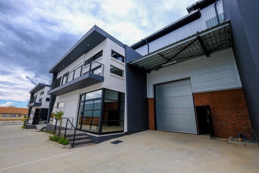 575m² Warehouse For Sale in Samrand Business Park | API