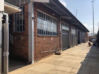Light industrial warehouse to let in Waltloo