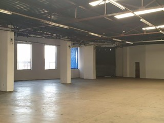 Warehouse to rent in Isando