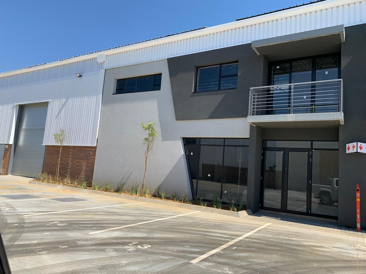 1,009m² Warehouse For Sale in Samrand Business Park | API