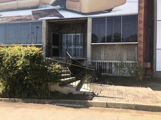 Commercial showroom to let in Wynberg