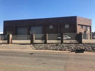 Warehouse to let in Waltloo
