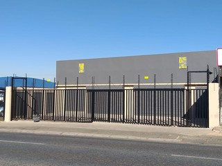 Commercial building to let in Newlands