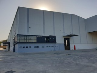 Large warehouse available for rent