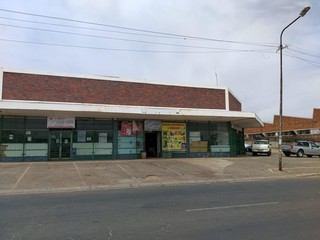 Retail for sale in Industria
