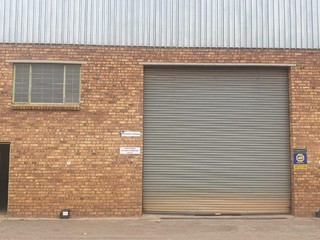 Warehouse unit for rent in park