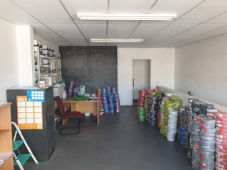 Warehouse To Let in Montague Drive